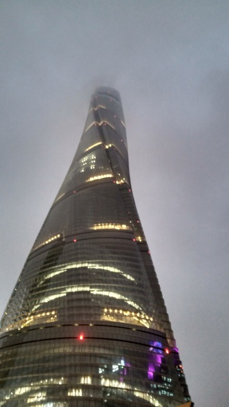 La Torre de Shanghai, se pierde en el cielo